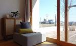 コンセプトルームにあるソファで休憩